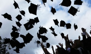 graduation_hats_in_air